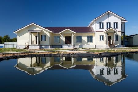 Дом у реки в поселке Зеленцино